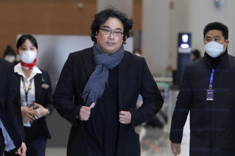 """South Korean director Bong Joon-ho arrives at the Incheon International Airport in Incheon, South Korea, Sunday, Feb. 16, 2020. South Koreans are reveling in writer-director Bong's dark comic thriller, """"Parasite,"""" which won this year's Academy Awards for best film and best international feature. The movie itself, however, doesn't put the country in a particularly positive light. (AP Photo/Ahn Young-joon)"""