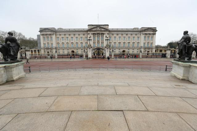 The Queen left Buckingham Palace and suspended changing of the guard for the timebeing. (Getty Images)