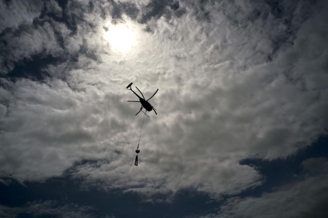 A Whitefish Energy Holdings helicopter on its way to repair power line towers in Barceloneta, Puerto Rico. (Photo: Ramon Espinosa/AP)