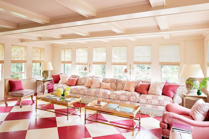 """<div class=""""caption""""> In the sunroom, decorative painter <a href=""""http://chrispearsonfloors.com/"""" rel=""""nofollow noopener"""" target=""""_blank"""" data-ylk=""""slk:Chris Pearson"""" class=""""link rapid-noclick-resp"""">Chris Pearson</a> created a checkerboard floor with <a href=""""https://www.benjaminmoore.com/en-us"""" rel=""""nofollow noopener"""" target=""""_blank"""" data-ylk=""""slk:Benjamin Moore"""" class=""""link rapid-noclick-resp"""">Benjamin Moore</a>'s onyx white and <a href=""""https://c2paint.com/"""" rel=""""nofollow noopener"""" target=""""_blank"""" data-ylk=""""slk:C2 Paint"""" class=""""link rapid-noclick-resp"""">C2 Paint</a>'s bombay. The sofa wears a <a href=""""https://www.pennymorrison.com/"""" rel=""""nofollow noopener"""" target=""""_blank"""" data-ylk=""""slk:Penny Morrison"""" class=""""link rapid-noclick-resp"""">Penny Morrison</a> linen. </div>"""