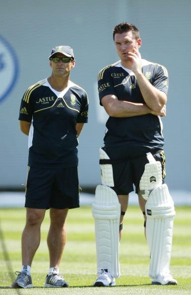 SYDNEY, AUSTRALIA - OCTOBER 31:  Graeme Smith (R) talks to Proteas coach Gary Kirsten (L) during a South African Proteas nets session at Sydney Cricket Ground on October 31, 2012 in Sydney, Australia.  (Photo by Matt King/Getty Images)