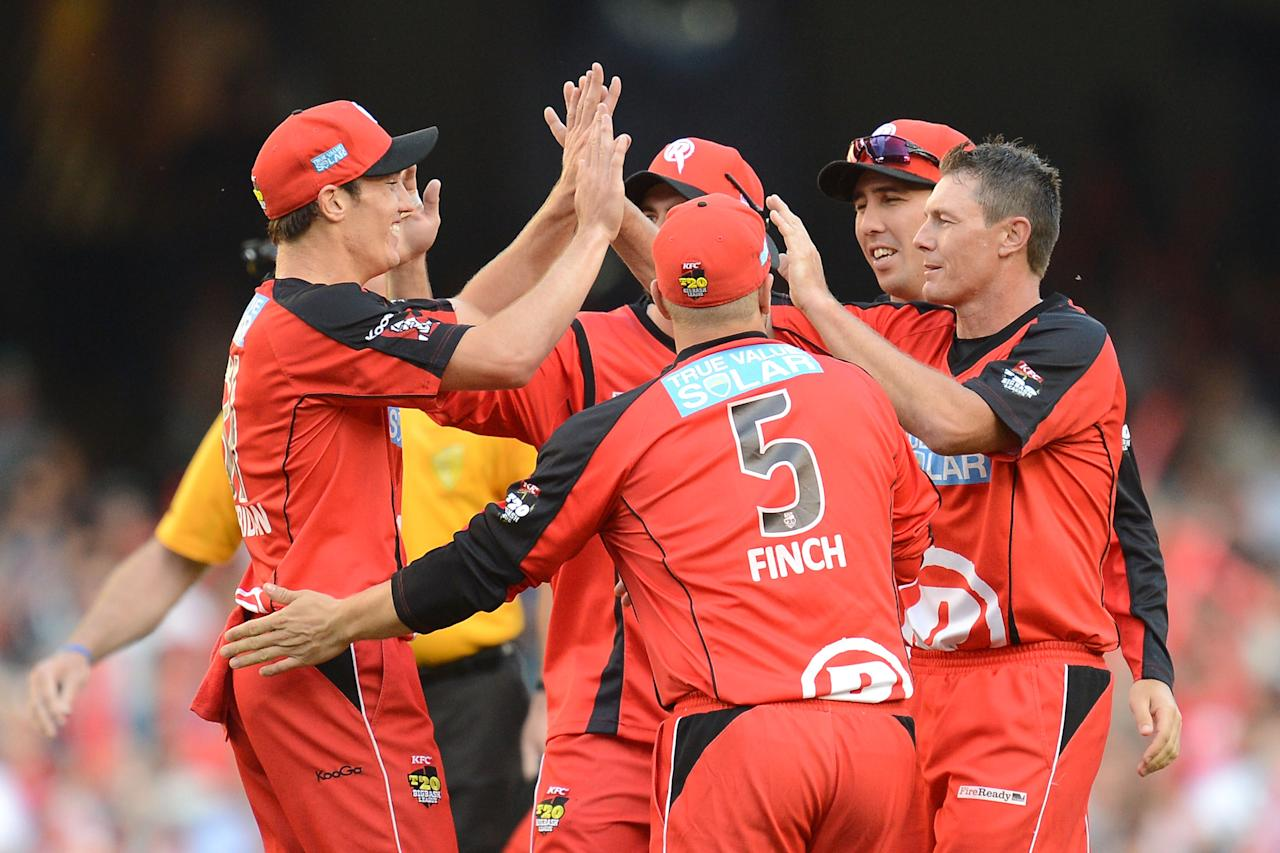 MELBOURNE, AUSTRALIA - JANUARY 15: Darren Pattinson (R) of the Renegades is congratulated by teammates after taking the first wicket  during the Big Bash League Semi-Final match between the Melbourne Renegades and the Brisbane Heat at Etihad Stadium on January 15, 2013 in Melbourne, Australia.  (Photo by Vince Caligiuri/Getty Images)