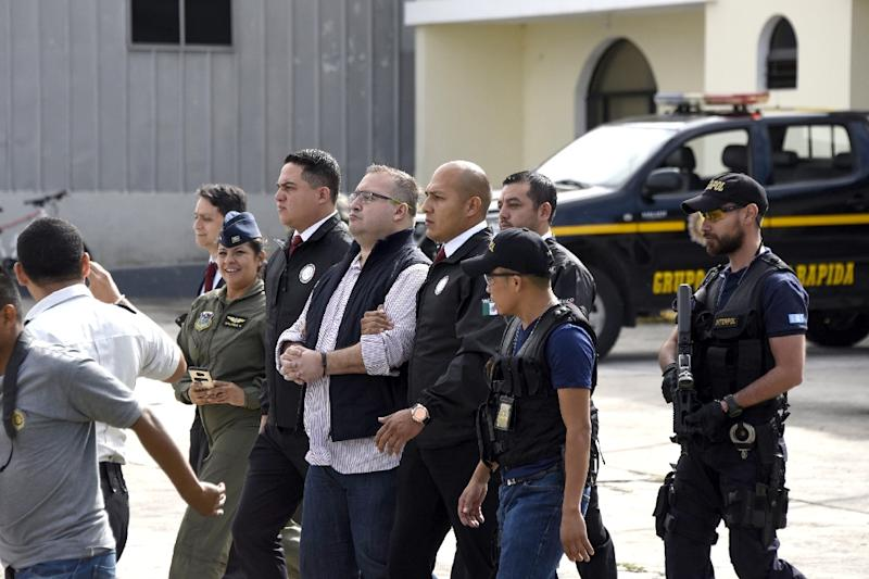 Guatemalan police put former Mexican governor Javier Duarte (C), on a plane to Mexico to face racketeering and money-laundering charges