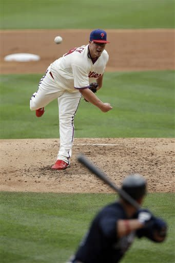 Philadelphia Phillies' Vance Worley, top, pitches to Atlanta Braves' Martin Prado in the third inning of a baseball game on Sunday, July 8, 2012, in Philadelphia. (AP Photo/Matt Slocum)