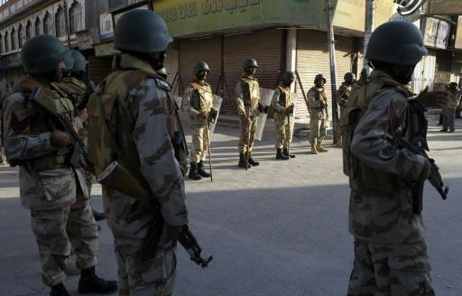 Suicide bomber 'kills at least 10' at SW Pakistan Shiite mosque