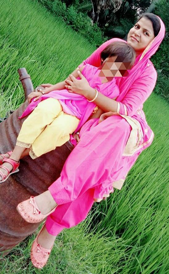 """<div class=""""paragraphs""""><p>Shabbo with her daughter.</p></div>"""