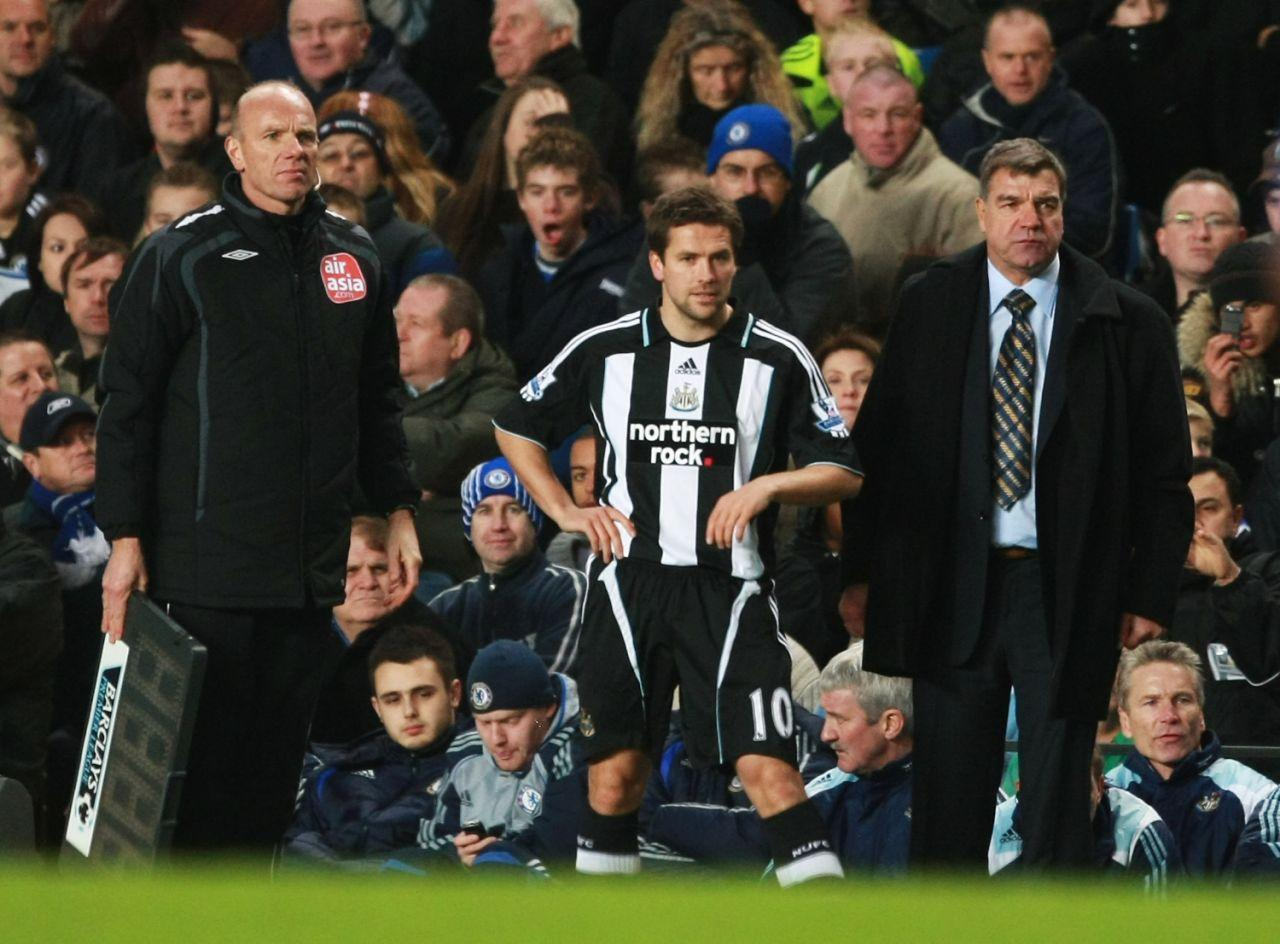 <p>2007: As Newcastle manager, getting ready to bring on Michael Owen against Chelsea </p>