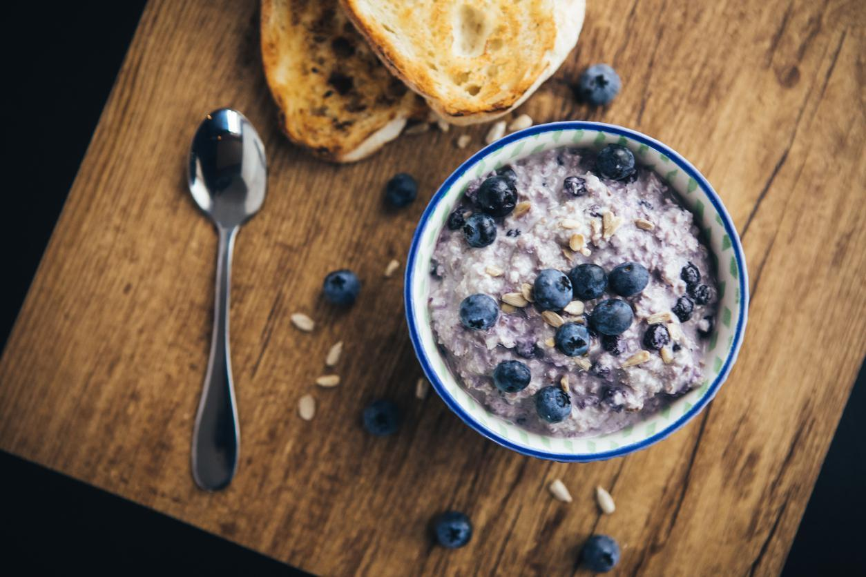 "<p>High in vitamins, antioxidants and minerals, oats are a super healthy grain. Just a cup of oatmeal has 4 grams of fiber, and a bowl for breakfast is a <a href=""https://www.thedailymeal.com/healthy-eating/reasons-never-skip-breakfast?referrer=yahoo&category=beauty_food&include_utm=1&utm_medium=referral&utm_source=yahoo&utm_campaign=feed"">great way to start your day</a>. Oats have both insoluble and soluble fiber, and include a soluble fiber called oat beta-glucan which can be great for blood sugar and cholesterol levels. This also makes oatmeal among <a href=""https://www.thedailymeal.com/healthy-eating/bloat-fighting-foods?referrer=yahoo&category=beauty_food&include_utm=1&utm_medium=referral&utm_source=yahoo&utm_campaign=feed"">the best foods to fight bloat</a>.</p>"