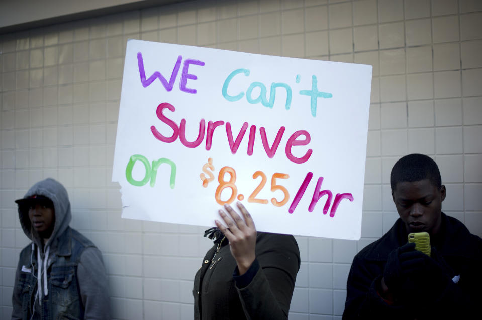 Protesters calling for higher wages for fast-food workers stand outside a McDonald's restaurant in Oakland, California December 5, 2013. The group, which numbered about 200, shut down the store for more than half an hour as part of a daylong nationwide strike demanding a $15 dollar minimum wage.  REUTERS/Noah Berger  (UNITED STATES - Tags: BUSINESS CIVIL UNREST FOOD)