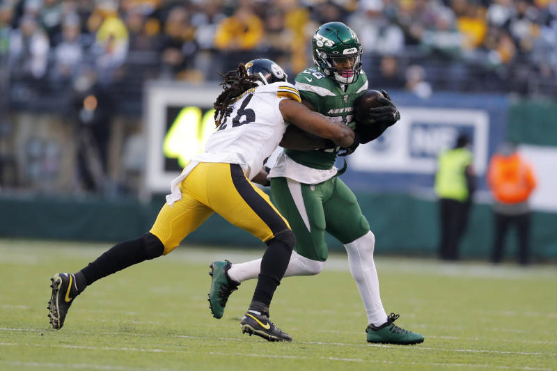 New York Jets running back Le'Veon Bell (26) runs with the ball under pressure from Pittsburgh Steelers inside linebacker Mark Barron (26) in the second half of an NFL football game, Sunday, Dec. 22, 2019, in East Rutherford, N.J. (AP Photo/Adam Hunger)