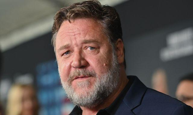 Russell Crowe donates nearly £3,000 to student who could not afford drama course