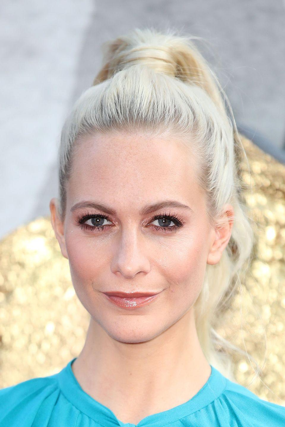 <p>The model wore her signature ice blonde hair in a high ponytail.</p>