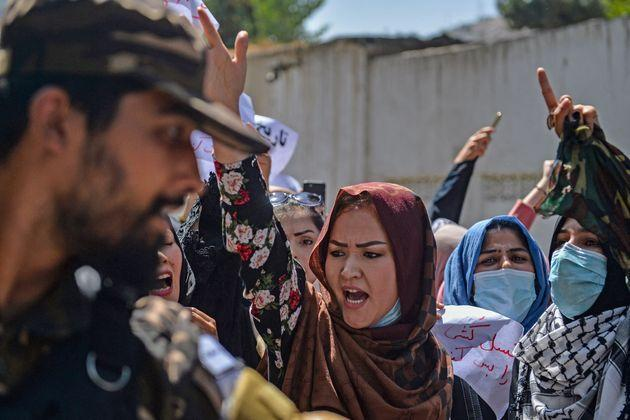 Afghan women shout anti-Pakistan slogans during the protest (Photo: HOSHANG HASHIMI via Getty Images)