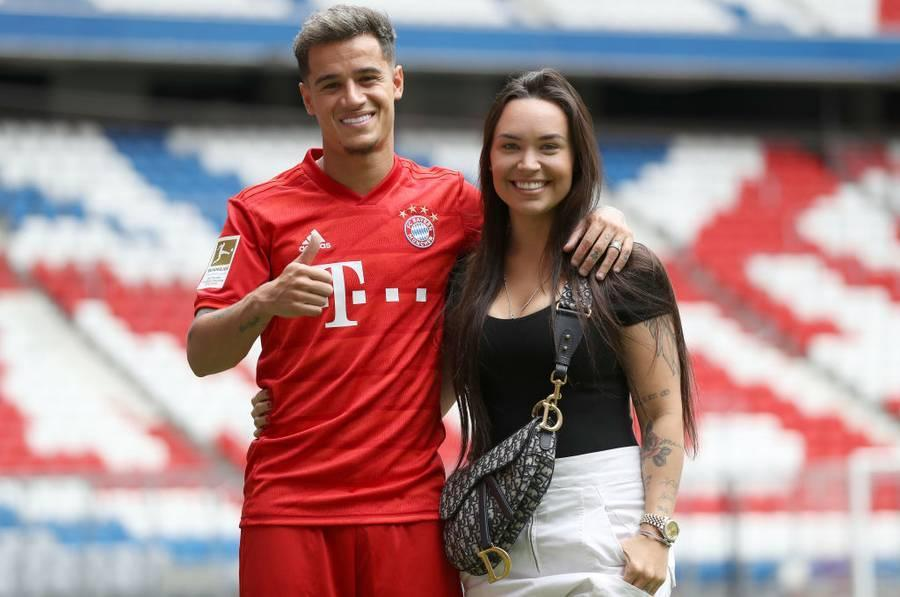MUNICH, GERMANY - AUGUST 19: Newly signed Player of FC Bayern Muenchen Philippe Coutinho (L) and his wife Aine Coutinho (R) pose for a picture during his official presentation at Allianz Arena on August 19, 2019 in Munich, Germany. (Photo by Alexander Hassenstein/Bongarts/Getty Images)