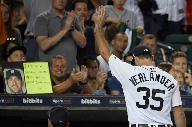 Justin Verlander waves to the crowd as he walks off the field after the top of the eighth inning against the Pirates at Comerica Park, Wednesday, Aug. 9, 2017. Verlander threw eight innings of one-hit ball in the Tigers' 10-0 win.