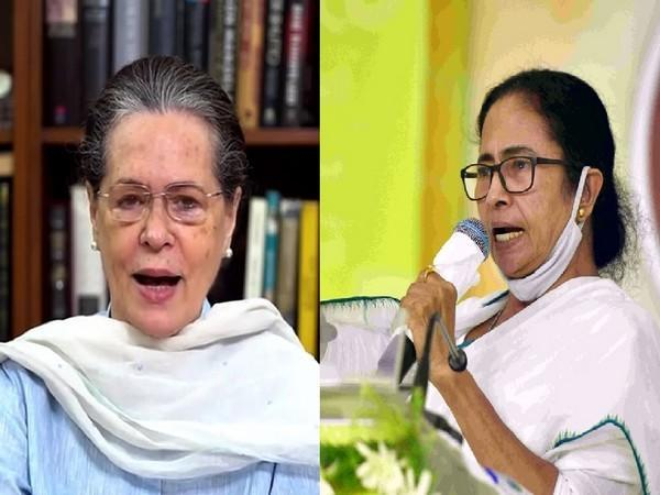 Congress interim president Sonia Gandhi (left) and West Bengal Chief Minister Mamata Banerjee (right). (File photo/ANI)