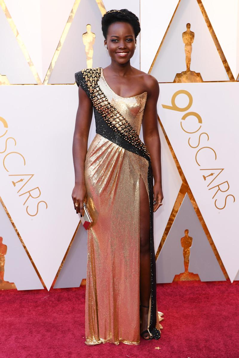 Black Panther Star Lupita Nyong O Wears Vibranium By Versace To The Oscars