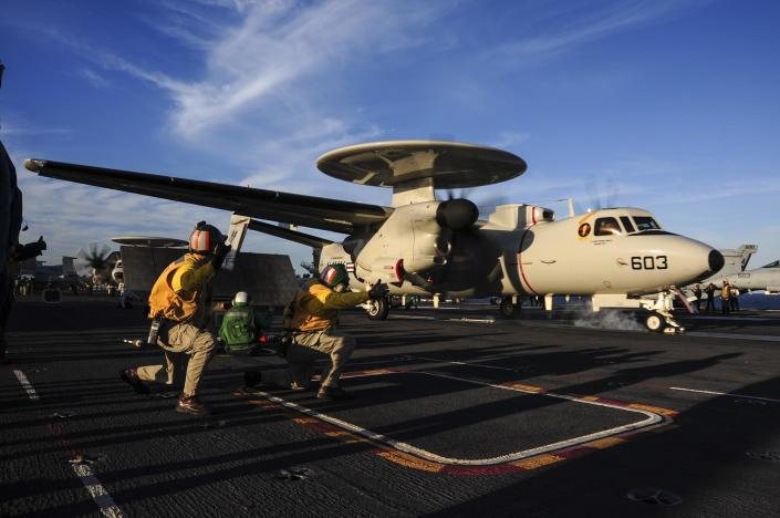 An E-2D airborne early-warning aircraft is seen on October 9, 2014, on the flight deck of the aircraft carrier USS Theodore Roosevelt (CVN 71), in the Atlantic (AFP Photo/Anthony N. Hilkowski)