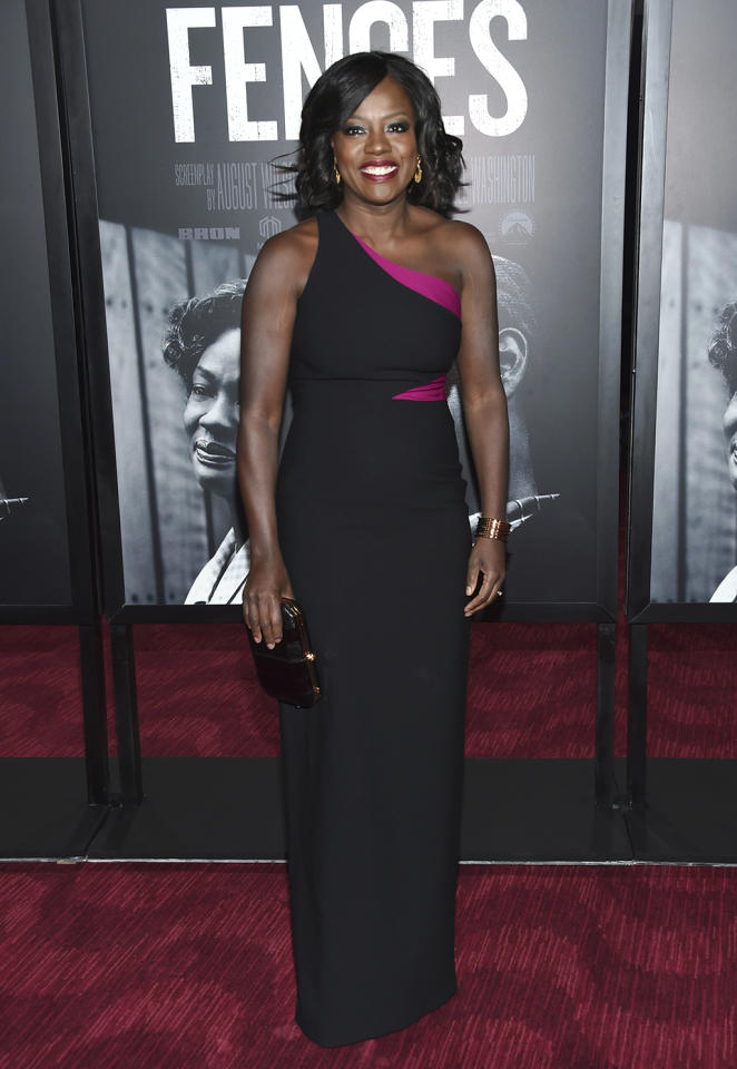 <p>The 51-year old actress stunned in a black and fuchsia Cinq a Sept gown at the New York premiere on Dec. 19. (Photo: Evan Agostini/Invision/AP) </p>