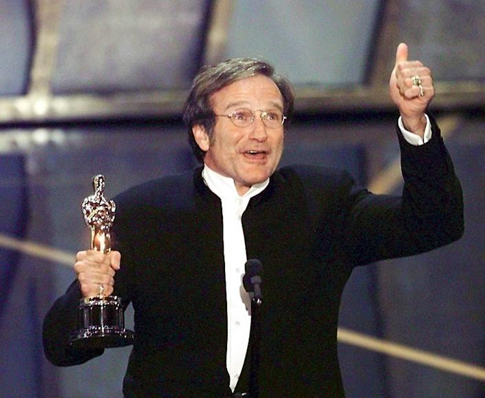 After winning Robin Williams as Best Actor in a Supporting Role with Oscar for his role in Good Will Hunting.  (Photo by Timothy A. Cleary / AFP via Getty Image)