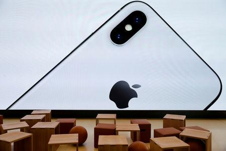 Samsung to slash OLED panel production due to weak iPhone X demand