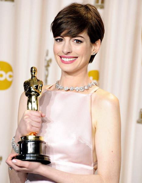 """Anne Hathaway at Oscars: Jokes About My Acceptance Speeches """"Get to Me"""""""