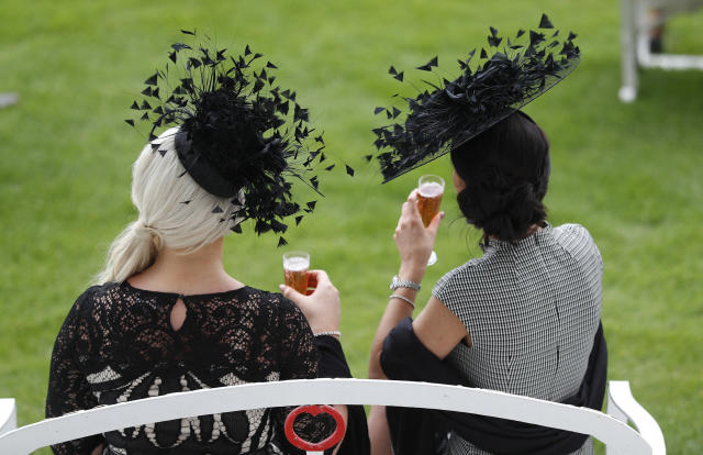 Britain Horse Racing - Derby Festival - Epsom Racecourse - June 2, 2017 Racegoers during the Derby Festival Reuters / Peter Nicholls Livepic EDITORIAL USE ONLY.