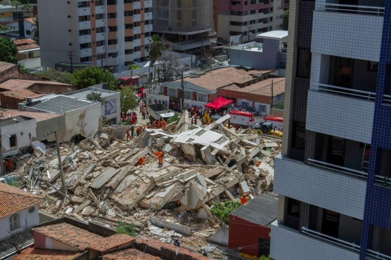 It is not known what caused the building, in an upscale neighborhood, to collapse (AFP Photo/Rodrigo Patrocinio)