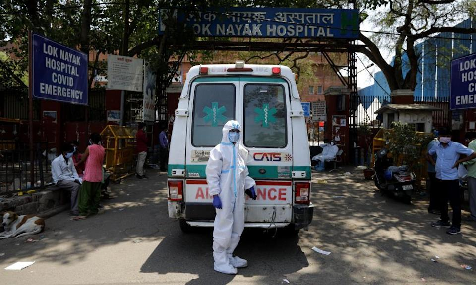 An ambulance wait for entry outside at the Lok Nayak Jaiprakash Narayan Hospital in New Delhi, 21 April