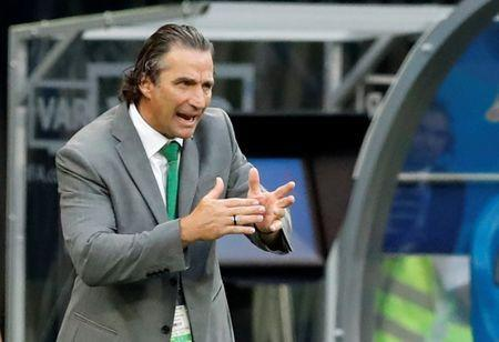 Soccer Football - World Cup - Group A - Uruguay vs Saudi Arabia - Rostov Arena, Rostov-on-Don, Russia - June 20, 2018 Saudi Arabia coach Juan Antonio Pizzi gestures during the match REUTERS/Carlos Garcia Rawlins