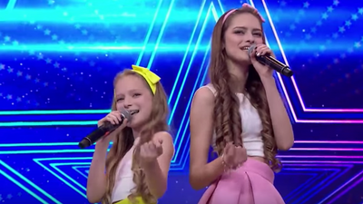 Watch kid singers Tali and Emily Cooper as they audition on Israel's Got Talent 2018.