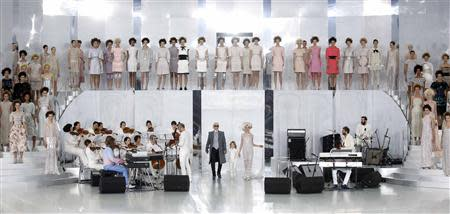 German designer Karl Lagerfeld appears with models at the end of his Haute Couture Spring/Summer 2014 fashion show for French fashion house Chanel in Paris January 21, 2014. REUTERS/Benoit Tessier