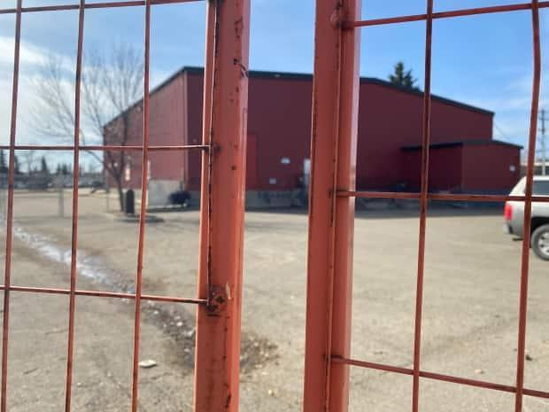 Red Deer's temporary homeless shelter is surrounded by fencing that keeps it separated from adjacent properties.  (Heather Marcoux/CBC News  - image credit)