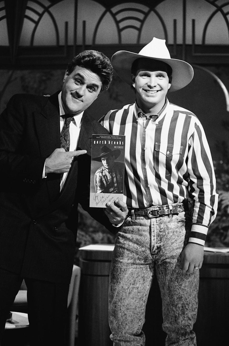 <p>Jay Leno, who was guest host for<em> The Tonight Show Starring Johnny Carson</em> in October 1990, introduces musical guest, Brooks.</p>