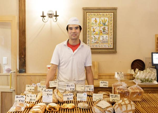 Mr. Hidaka and his range of German breads