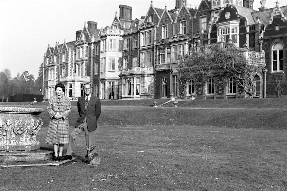 Queen Elizabeth II and the Duke of Edinburgh posing in the grounds of Sandringham House, Norfolk, to mark the 30th anniversary of the Queen's accession to the throne.   (Photo by Ron Bell/PA Images via Getty Images)