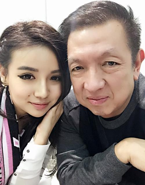 Peter Lim with his daughter, Kim. (Image Credit: ione.vnexpress.net)