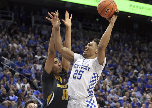 Kentucky's Pj Washington (25) shoots while defended by Missouri's Jontay Porter (11) during the first half of an NCAA college basketball game Saturday, Feb. 24, 2018, in Lexington, Ky.(AP Photo/James Crisp)