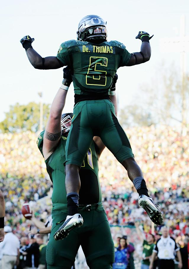 PASADENA, CA - JANUARY 02: Running back De'Anthony Thomas #6 of the Oregon Ducks celebrates with Nick Cody #61 after Thomas scores on a 64-yard touchdown run in the third quarter at the 98th Rose Bowl Game on January 2, 2012 in Pasadena, California. (Photo by Harry How/Getty Images)