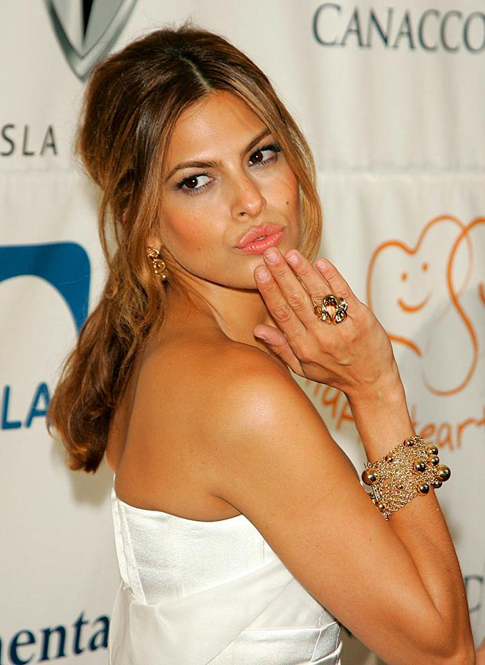 "Eva Mendes proudly displays her pouty pillows. Jackson Lee/<a href=""http://www.splashnewsonline.com"" target=""new"">Splash News</a> - October 11, 2007"