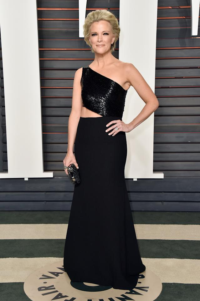<p>At the 2016 <em>Vanity Fair</em> Oscar party, Kelly worked a cutout. (Photo by Pascal Le Segretain/Getty Images) </p>