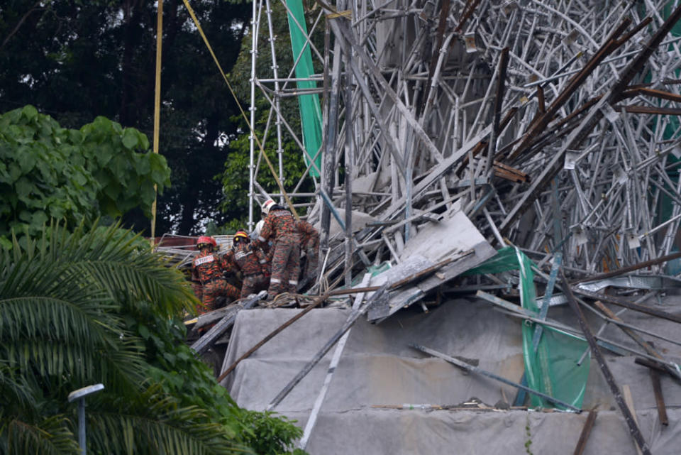 Fire and rescue personnel rescuing victims from the scene of collapsed LRT 3 structure in Bukit Tinggi Klang July 29, 2021. — Picture by Miera Zulyana