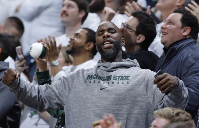 Former Michigan State star Mateen Cleaves, who played on Tom Izzo's National Championship team in 2000, was acquitted on all charges Tuesday in a sexual assault trial. (AP/Al Goldis)