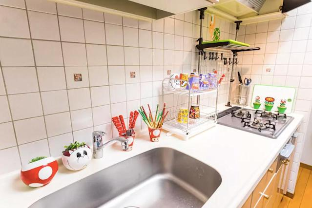 <p>There's a cozy kitchen. </p>