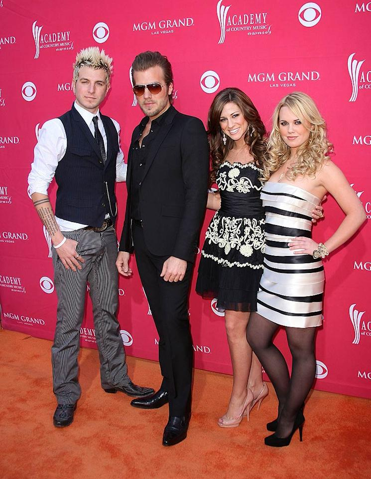 "Gloriana's Mike Gossin, Tom Gossin, Rachel Reinert and Cheyenne Kimball struck poses in their stylish ensembles before entering the star-studded event. Jason Merritt/<a href=""http://www.gettyimages.com/"" target=""new"">GettyImages.com</a> - April 5, 2009"
