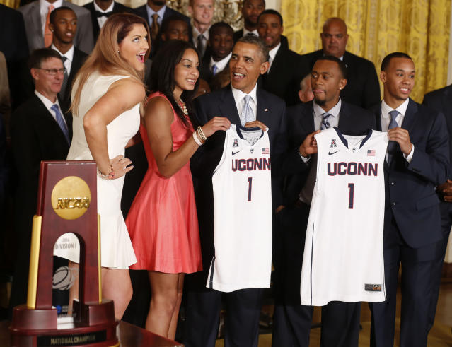 REFILE - CORRECTING SPELLING OF STEFANIE DOLSON'S FIRST NAME U.S. President Barack Obama poses with players of the 2014 NCAA champion UConn Huskies men's and women's basketball teams after receiving team jerseys while in the East Room of the White House in Washington, June 9, 2014. From L-R: Stefanie Dolson, Bria Hartley, Obama, Ryan Boatright, and Shabazz Napier. REUTERS/Larry Downing (UNITED STATES - Tags: POLITICS SPORT BASKETBALL)