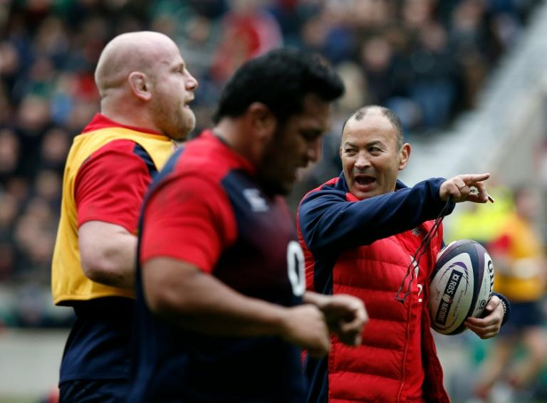 Crystal Palace manager Alan Pardew has this week enlisted the help of England rugby coach Eddie Jones (R) to deliver a motivational talk to his players