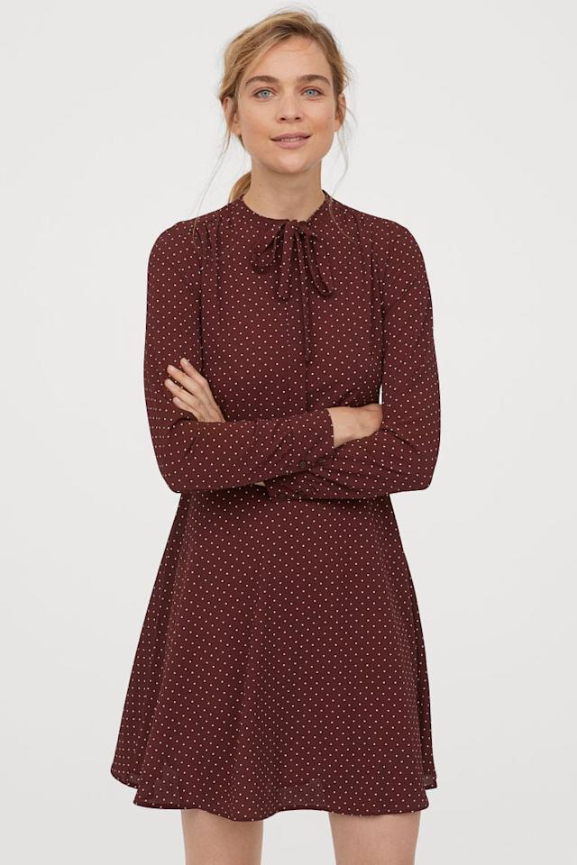 """<p>This <a href=""""https://www.popsugar.com/buy/HampM-Cr%C3%AAped-Dress-Ties-488531?p_name=H%26amp%3BM%20Cr%C3%AAped%20Dress%20With%20Ties&retailer=www2.hm.com&pid=488531&price=35&evar1=fab%3Aus&evar9=46586805&evar98=https%3A%2F%2Fwww.popsugar.com%2Ffashion%2Fphoto-gallery%2F46586805%2Fimage%2F46587325%2FHM-Cr%C3%AAped-Dress-With-Ties&list1=shopping%2Cfall%20fashion%2Cdresses%2Cworkwear&prop13=api&pdata=1"""" rel=""""nofollow"""" data-shoppable-link=""""1"""" target=""""_blank"""" class=""""ga-track"""" data-ga-category=""""Related"""" data-ga-label=""""https://www2.hm.com/en_us/productpage.0786022001.html"""" data-ga-action=""""In-Line Links"""">H&amp;M Crêped Dress With Ties</a> ($35) is perfect for Autumn.</p>"""