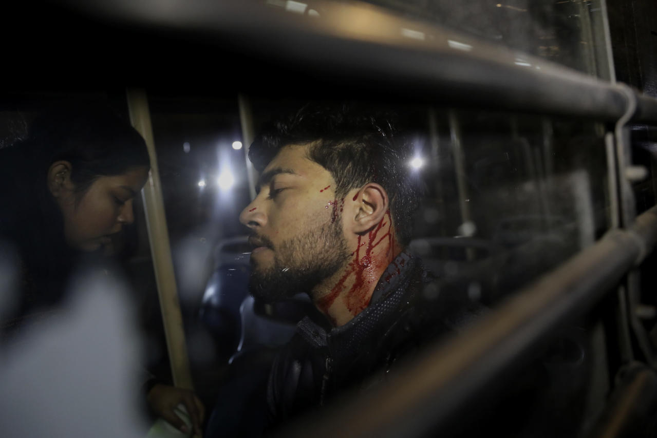 Police violently end student protest in central New Delhi