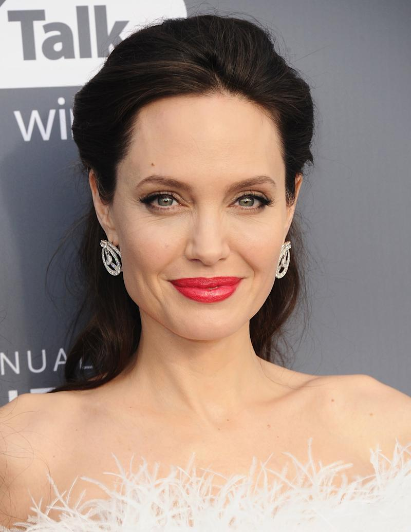 Angelina Jolie Nua angelina jolie says she lost herself during divorce from